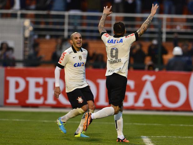 Corinthians vence jogo com gol polêmico